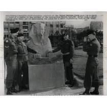 1956 Press Photo United Nations Force Antiquity Statue - RRW66839