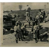 1956 Press Photo Israeli soldiers trucks desert armor - RRX63019