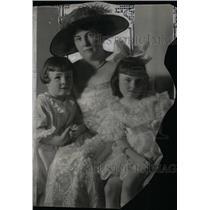 1920 Press Photo Mrs. T.A Cosfriff, Thomas, Elizabeth - RRX47785