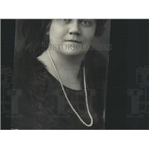 1923 Press Photo Mrs RJ Osenbaugh gone California pose - RRX87429