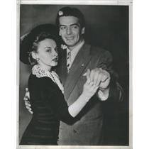 1941 Press Photo Victor Mature Martha Stephenson Hollywood Movie Star Couple