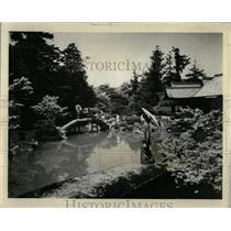 1963 Press Photo Geisha Girl Samboin Gardens Kyoto - RRX62663