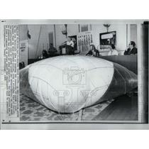 1969 Press Photo Over population experiment. - RRX54845
