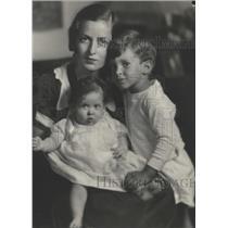 1931 Press Photo Mrs Stanley Harris Detroit Tiger child - RRW31753