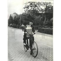 1964 Press Photo Holland travels milkman bike wheels - RRX89021