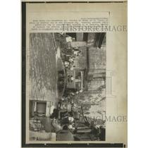 1973 Press Photo The fight against Cholera in Naples. - RRX95621