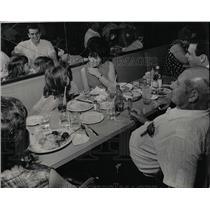 1967 Press Photo Ashkenazs Restaurant blintzes kishke - RRW05421