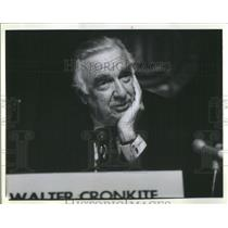 1985 Press Photo Walter Cronkite Favor Shuttle Diplomacy Northwestern Univerity