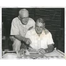 1958 Press Photo World War I buddies Lawrence E. Busch and Albert H. Larson view