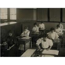 1979 Press Photo early scene women fields professional - RRW71067