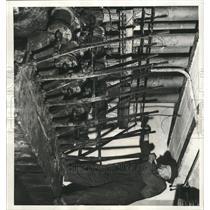 1946 Press Photo Bessler Magnetic Switche pumps Manual - RRX95093