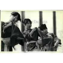 1982 Press Photo Traditional Chinese Folk Dance Kids - RRW56809