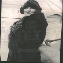 "1923PressPhoto Lady Diana Arrived N.Y for ""The Miracle"""