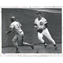 1977 Press Photo Chicago Cubs Youngblood Chases Player