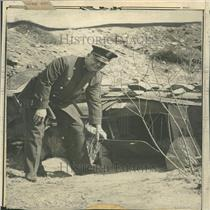 1930 Press Photo Sergeant Callaghan Showing Hole