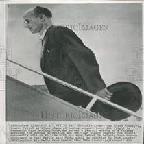 1959 Press Photo Klaus Fuchs boards a plane