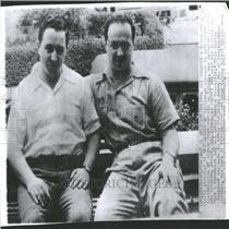 1950 Press Photo Harry Gold FBI agents atomic bomb Spy