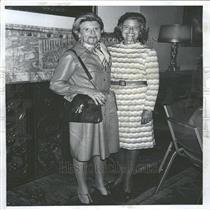 1975 Press Photo Women's Society Larsen Cozart