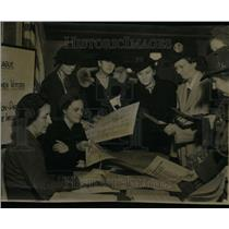 1940 Press Photo League Of Women Voters Display Booth