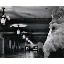 1967 Press Photo Santa lonely cheerless Baech hotel - RRW04947