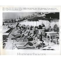 1967 Press Photo Sun bathers Promenade des Anglais Nice - RRX82671