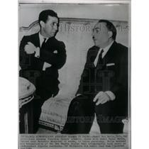 1962 Press Photo Ahmed Ben Bella chats with Kader Hatem - RRX36469