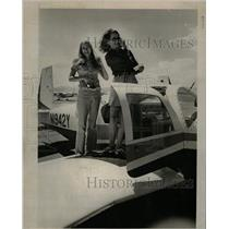 1972 Press Photo Walker Mrs Harris airplane test ride - RRW17133