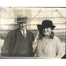 1925 Press Photo Dr. Stanley Rinchart with Mary Roberts, celebrated, popular, op