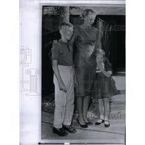 1962 Press Photo Mrs Walter M Schirra Jr Astronaut Wife - RRX36695