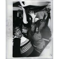 1979 Press Photo Frighteneed Flyers class on plane ride - RRX31529