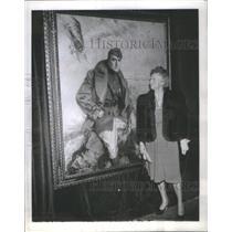 1942 Press Photo Mrs Rickenbacker Husband Oil Painting Howard Chandler Christy