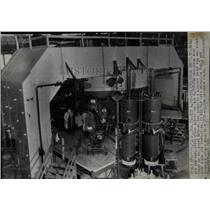 1946 Press Photo Cyclotron Particle Accelerator Newsmen - RRW92115
