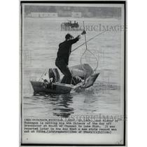1970 Press Photo Ron Mixter Nets His Fourth Chinook