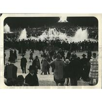 1927 Press Photo Fountain in Versailles Park in Franco - RRX83501