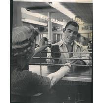 1959 Press Photo Denver Post Exchanging Paper Money - RRX89475