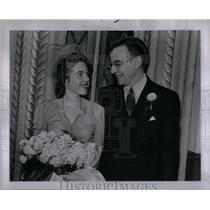 1943 Press Photo Former Spelling Bee Champ Wedding - RRX56147