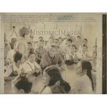 1971 Press Photo Panama's Chief Of State Omar Torrijos Visits Old Highschool