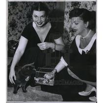 1957 Press Photo Eleanor Knapp & Virginia MacWatter - RRX58691