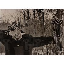 1996 Press Photo Man hunting animal archery art ground - RRW88137