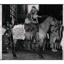 1962 Press Photo Bill Shoup Pied Piper Worlds Fair Musi - RRW56729