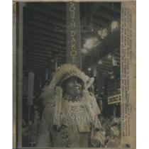 1972 Press Photo Attire Headdress Norman Know Full Blood Sioux Indian Roscoe