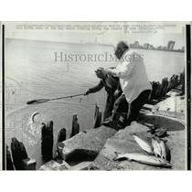 1970 Press Photo Lake Michigan Fishing Reed Sares