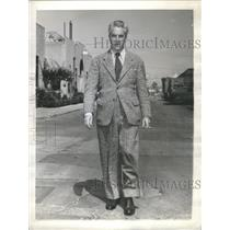 1943 Press Photo Dudley Nichols Hollywood writer producer - RSC79211