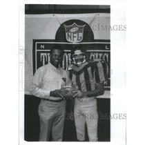 1994 Press Photo Bears Hall Gale Sayers Model Sport Circa Uniform Player Wear