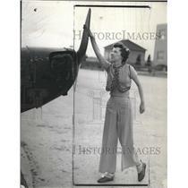 1937 Press Photo Eileen Reavis Turns Plane Propeller - RRV06969