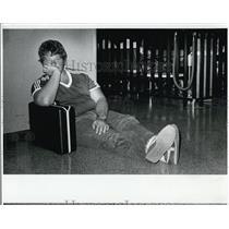 1982 Press Photo Robert Schiavo Awaits Late Flight at Tampa International Airpor
