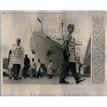 1961 Press Photo Pickets National Maritime Union Hudson - RRX21057