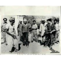 1956 Press Photo Israeli troops rounding up suspect Egyptian commandos