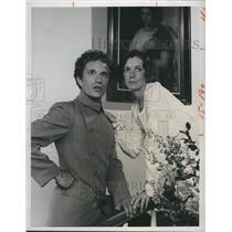 "1975 Press Photo Paul Rudd & Kitty Winn in ""Beacon Hill"""