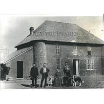 1983 Press Photo Nebraska Sod House Gordon Haumont Home Broken Bow 1884